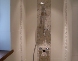 Douche en galets & carrelages